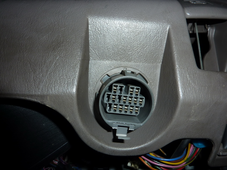 На панели приборов автомобиля